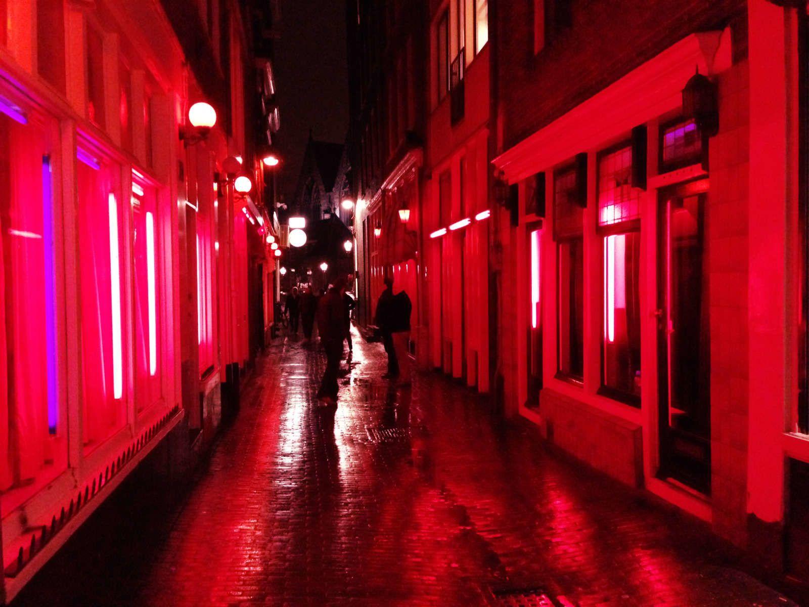 Амстердам улица красных фонарей