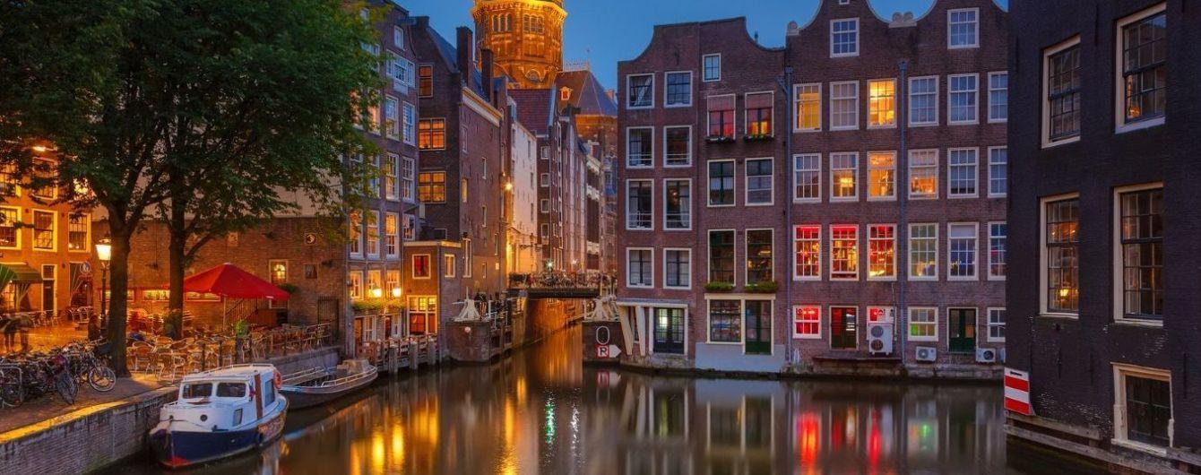 Амстердам запретит экскурсии по кварталу красных фонарей