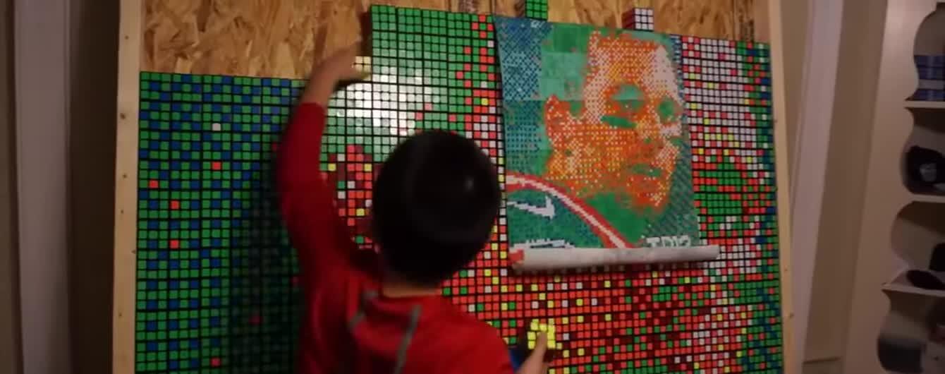 Собранный школьником портрет футболиста из 999 кубиков Рубика и соблазнительные формы плюс-сайз модели Эшли Грэм. Тренды Сети