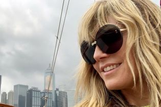 Топлес у окна: Хайди Клум поделилась откровенными снимками с отдыха в Гонконге
