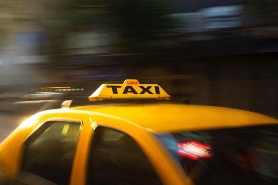 У Німеччині батьки забули малюка на задньому сидінні таксі