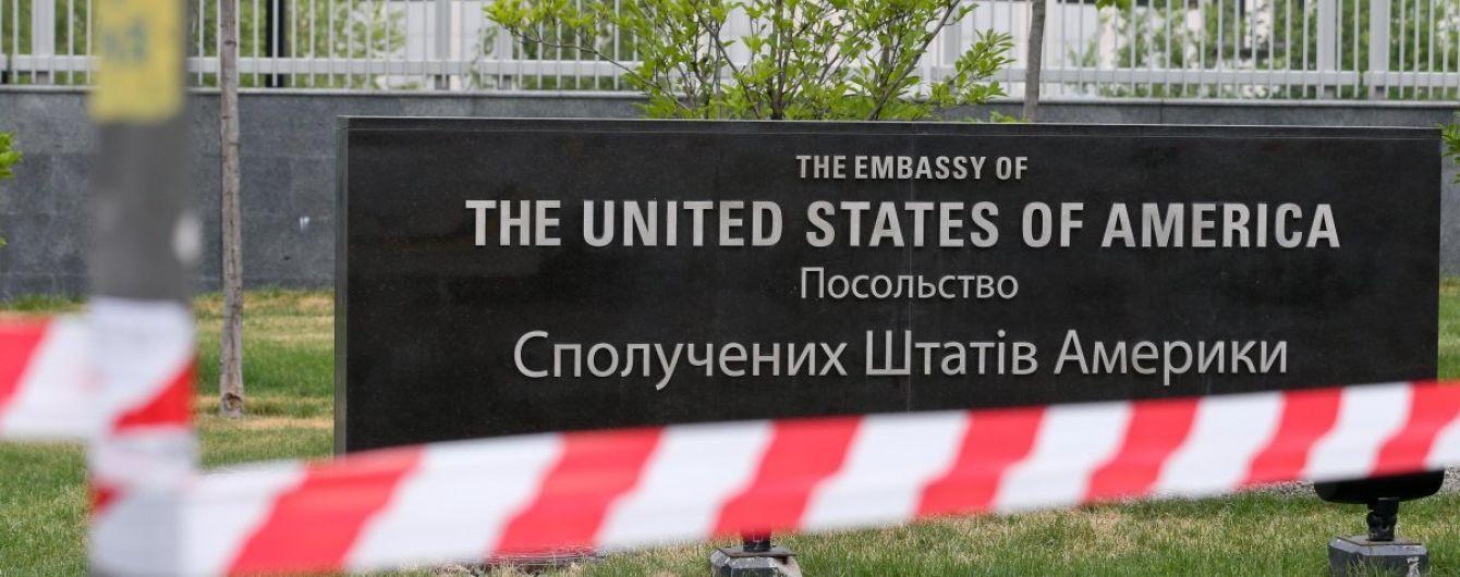 """У Києві """"замінували"""" посольство США"""