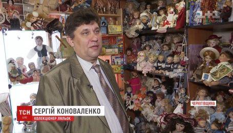 Житель Черниговской области собрал в своей коллекции 1250 уникальных кукол