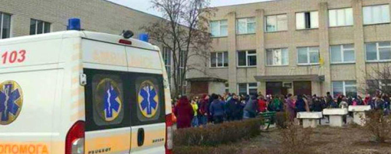 На Хмельниччині невідомий розпорошив перцевий газ у школі, чотири учні постраждали