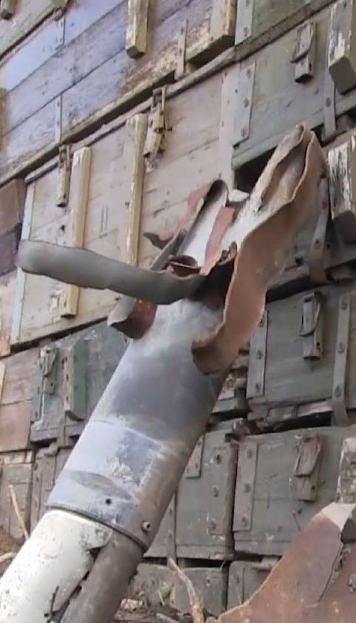 Доба в ООС: машина з воїнами підірвалась на міні