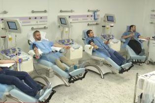 Лікарі б'ють на сполох: в Україні катастрофічно бракує донорів крові