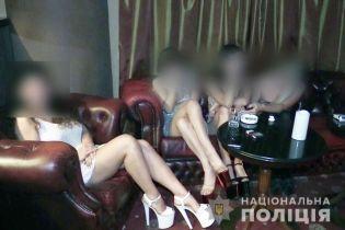 В киевском отеле полиция разоблачила бордель, замаскированный под стриптиз-клуб