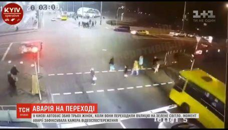 В Киеве в толпу пешеходов влетел автобус