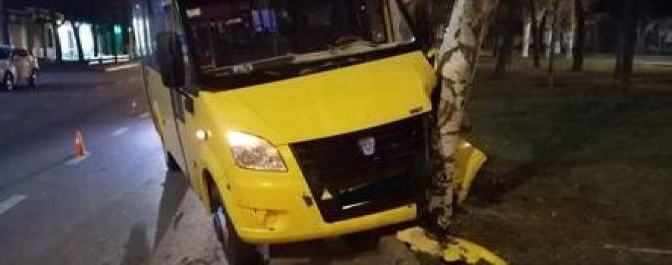 Водитель маршрутки потерял сознание во время движения в Николаеве