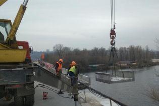В Киеве взялись за капитальный ремонт моста Метро