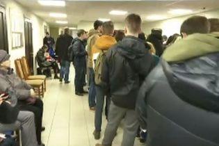 Ажиотаж в ЦПАУ: избиратели бросились искать себя в списках и менять место голосования