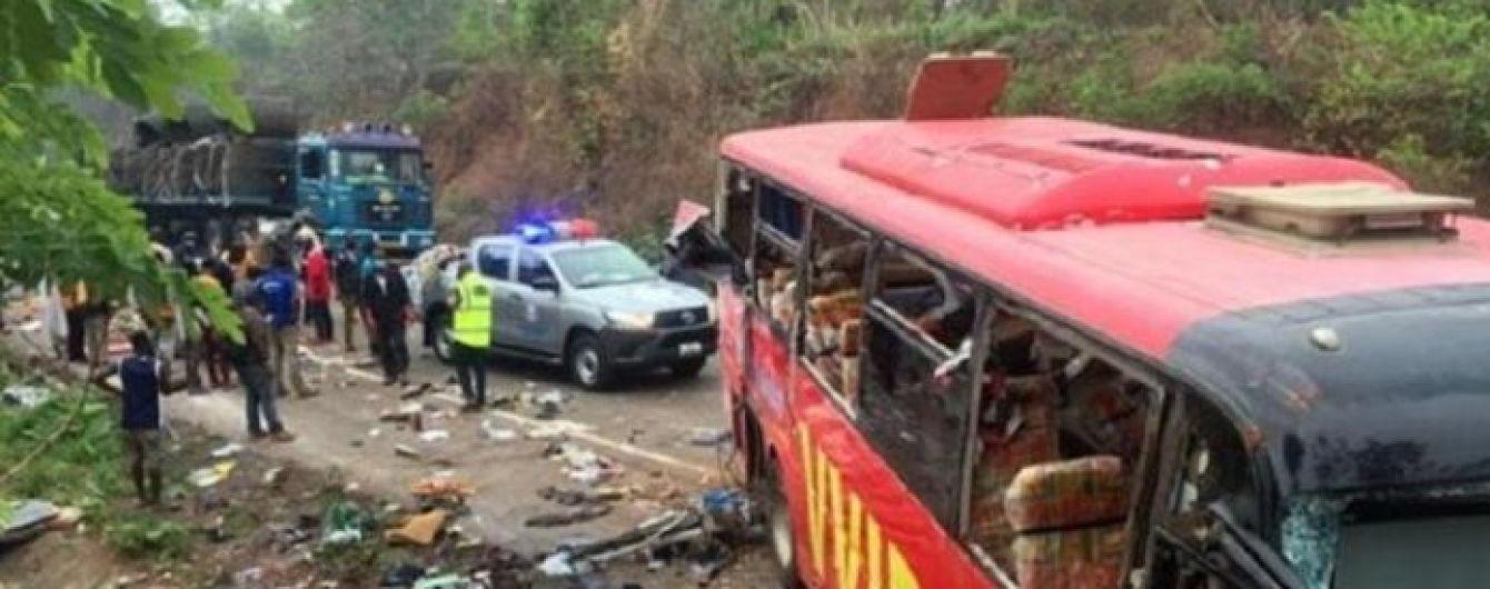 В Западной Африке в жутком столкновении двух автобусов погибли более полусотни человек