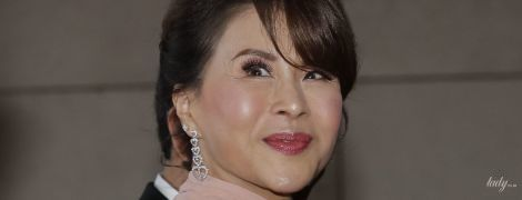 В коротком пудровом платье и бриллиантовыми серьгами: тайская принцесса Уболратана на свадьбе