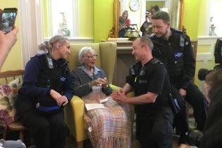 """""""Попробовать все"""". В Великобритании 104-летняя женщина потребовала, чтобы ее арестовали"""