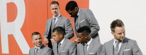 """23 оттенка серого. Футболисты """"Барселоны"""" примерили модные костюмы от известного бренда"""