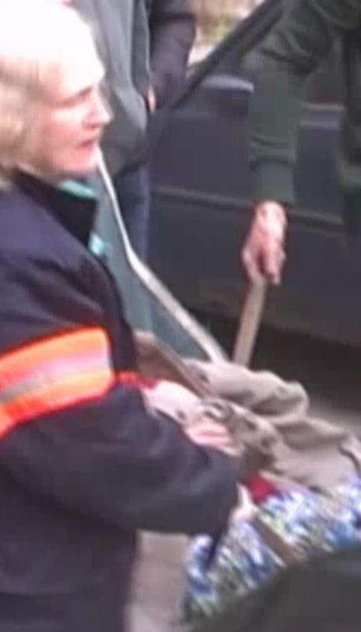 Пожежник не встиг повернутись зі зміни, як кинувся рятувати з полум'я сусідку