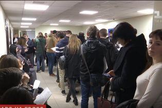 Ажиотаж не стихает: украинцы штурумують ЦПАУ, чтобы изменить место голосования на выборах