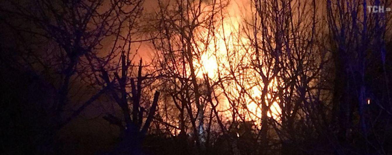 В Одесі у районі газопроводу сталася масштабна пожежа