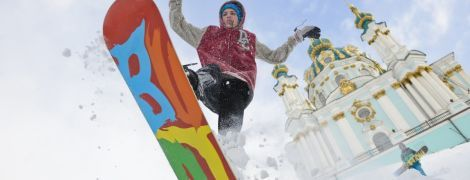Авто в заметах, сноуборди на вулицях і виступ Саши Грей. Згадуємо, як шість років тому в Києві пройшов рекордний снігопад