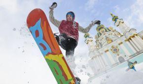 Авто в сугробах, сноуборды на улицах, выступление Саши Грей. Вспоминаем, рекордный снегопад в Киеве шесть лет назад