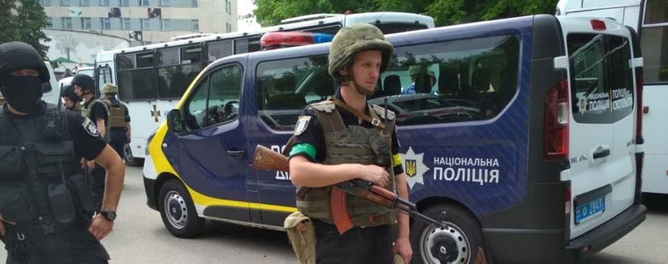 Нацполіція взяла під цілодобову охорону виборчі комісії в Україні