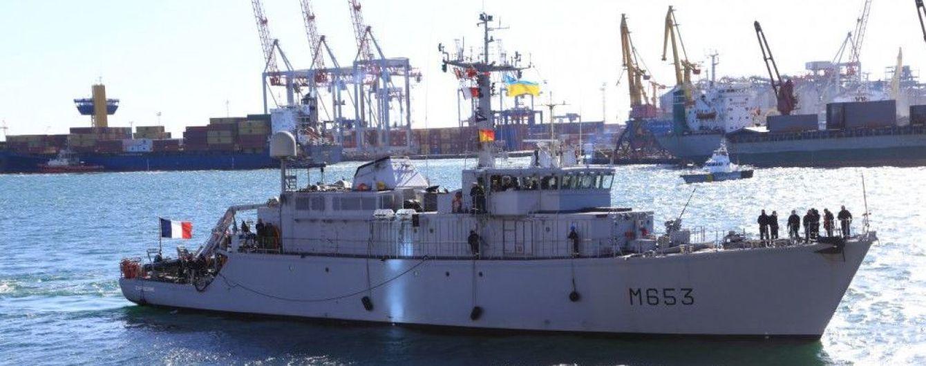 """У Держдумі РФ пообіцяли вжити заходів, якщо кораблі НАТО """"будуть хизуватися"""" біля її берегів"""