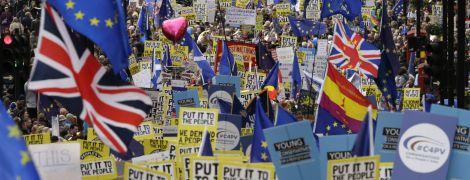 Сотні тисяч британців на вулицях Лондона вимагають переглянути рішення про Brexit