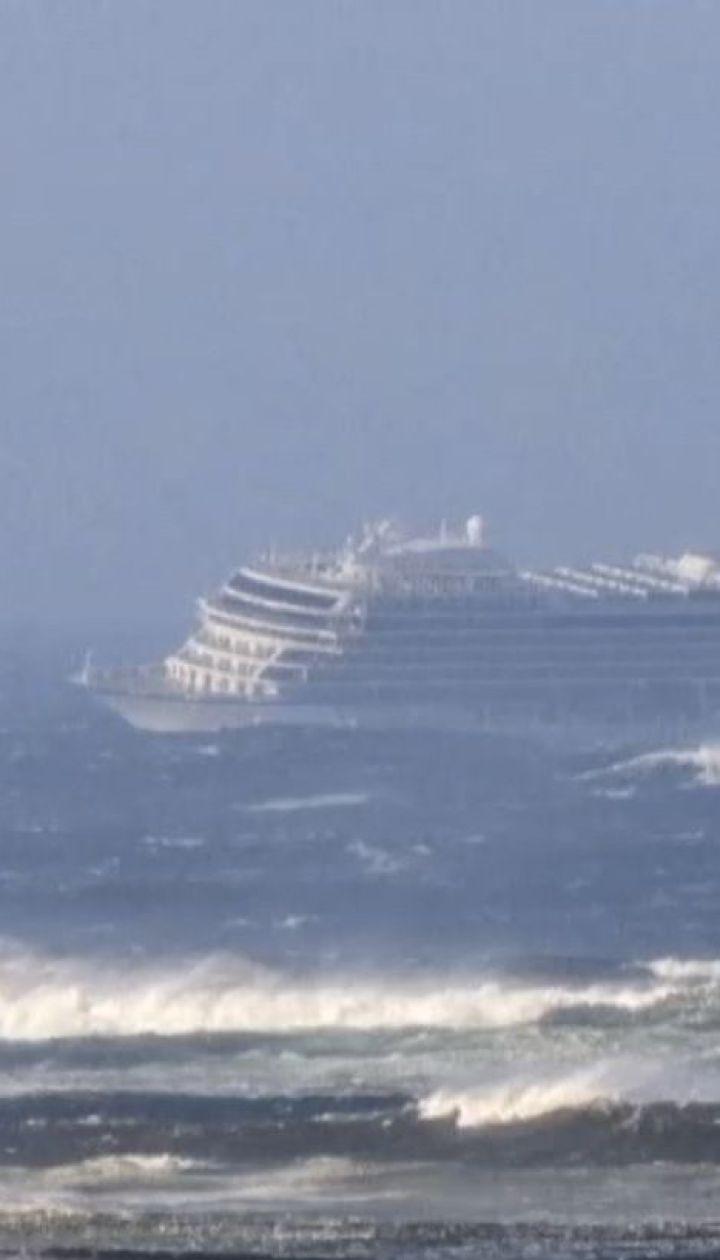 Из-за неисправности двигателя вблизи Норвегии стал круизный лайнер