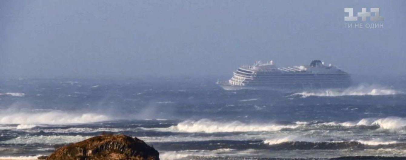 Круизный лайнер с 1300 пассажирами подал сигнал SOS у берегов Норвегии