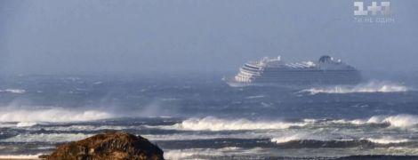 Круїзний лайнер із 1300 пасажирами подав сигнал SOS біля берегів Норвегії