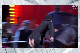 Александр Педан показал обнаженные ягодицы со сцены