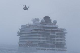 На круїзному лайнері Viking Sky після аварії вдалося запустити двигуни