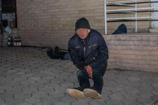 В Днепре просто на улице умер молодой человек после употребления настойки боярышника