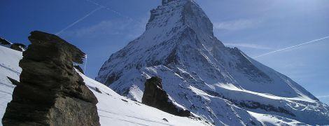 В Альпах лід став рожевим: це може мати тяжкі наслідки для клімату