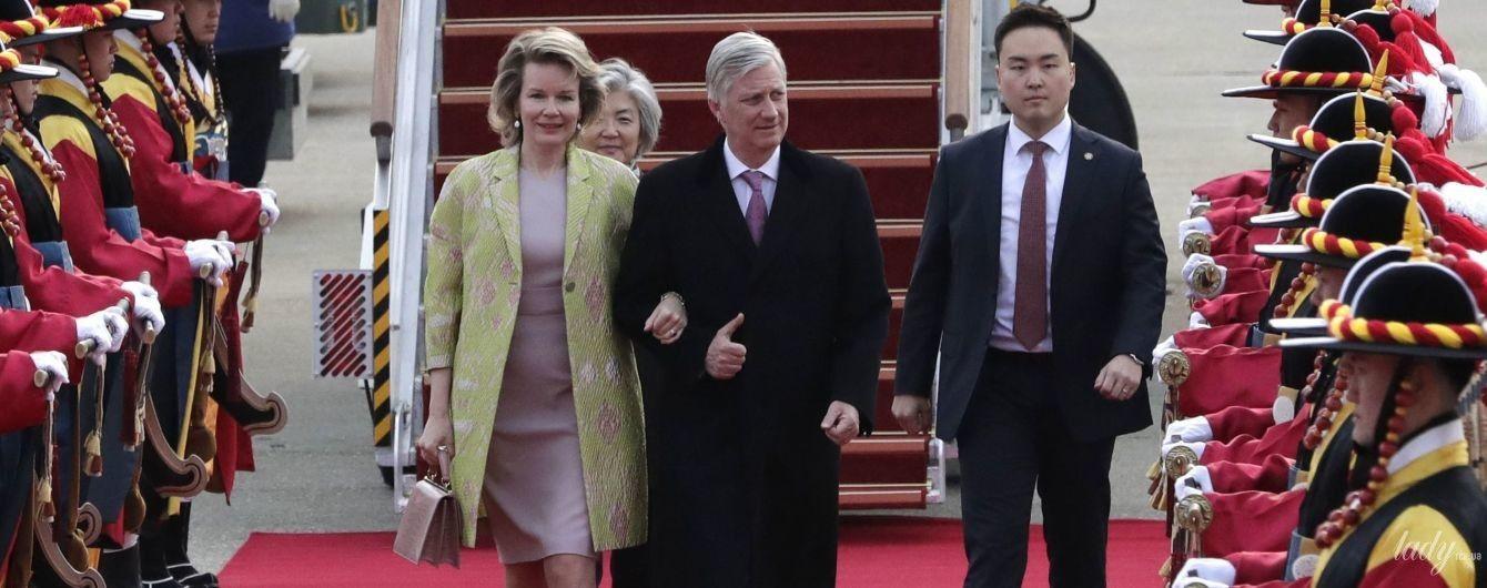 В элегантном платье и с крокодиловой сумкой: королева Матильда впечатлила новым образом