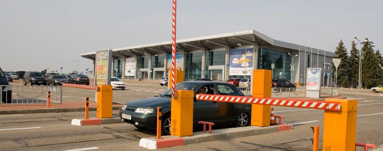 """В аэропорту """"Харьков"""" ввели бесконтактную оплату парковки"""
