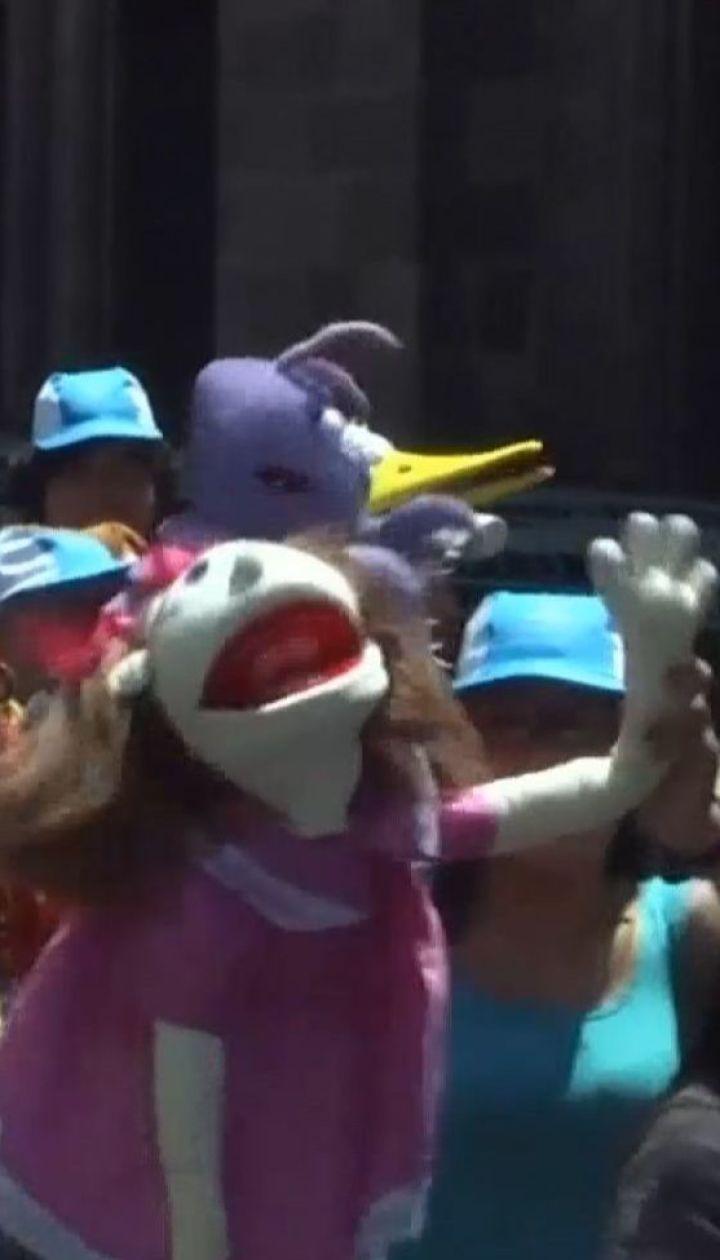 Ко Дню кукольного театра в Мехико состоялся парад марионеток
