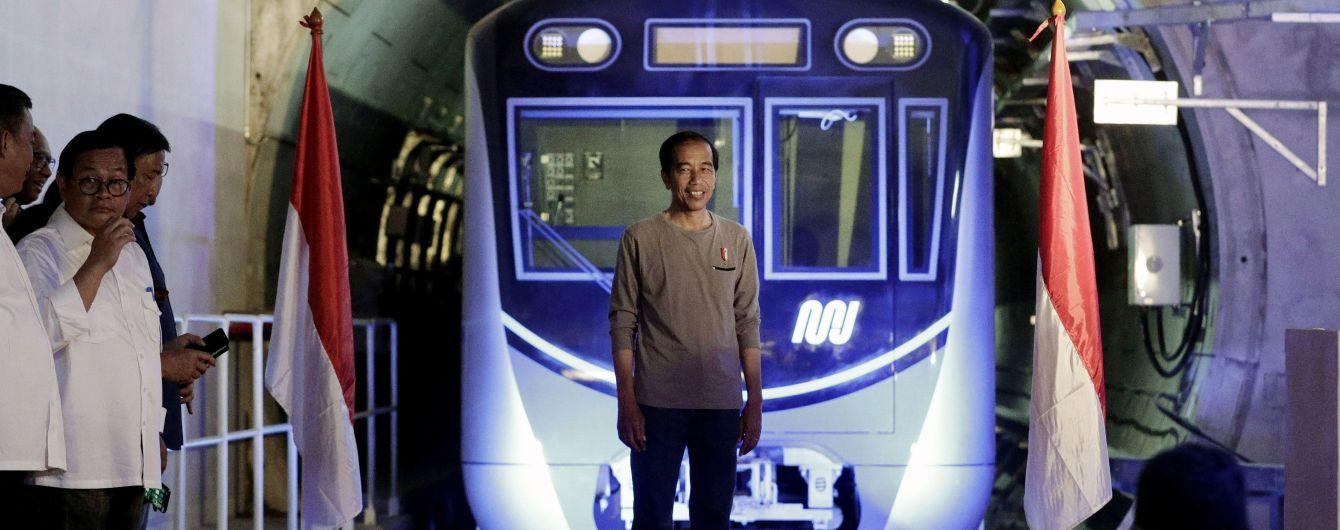 В Індонезії відкрили першу в країні лінію метро