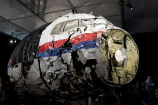 Двое российских офицеров, Гиркин и украинец: родственники жертв катастрофы MH17 назвали имена официальных подозреваемых в сбитии самолета