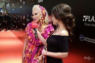В цветочном платье со смелым декольте: Екатерина Бужинская в эффектном образе на красной дорожке