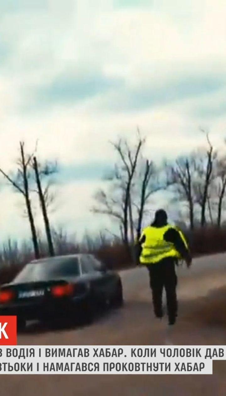 На Буковине полицейский сжевал взятку после того, как заметил видеокамеру