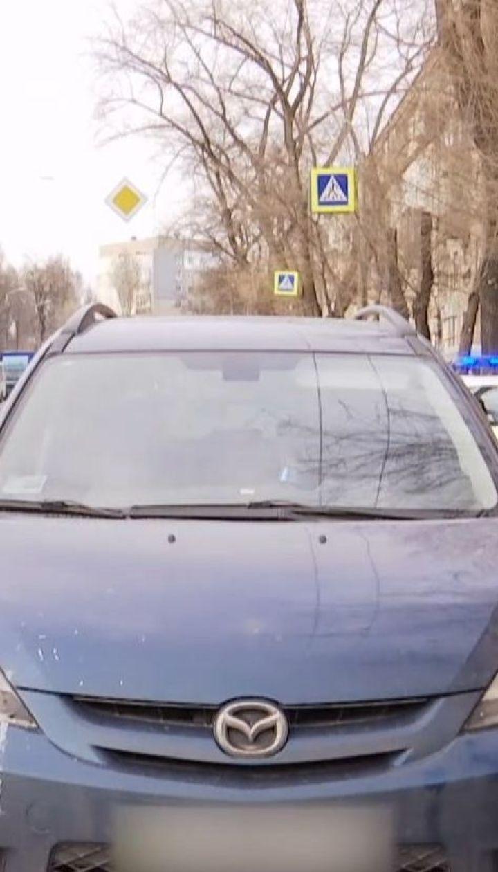 В Днепре неравнодушные задержали водителя, который сбил женщину на зебре и пытался скрыться