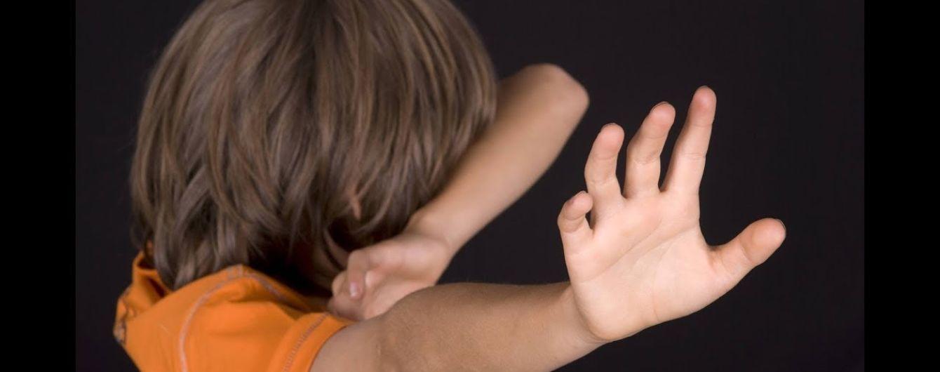 Попросил помочь с мопедом и изнасиловал: во Львове разыскивают мужчину, который напал на школьника