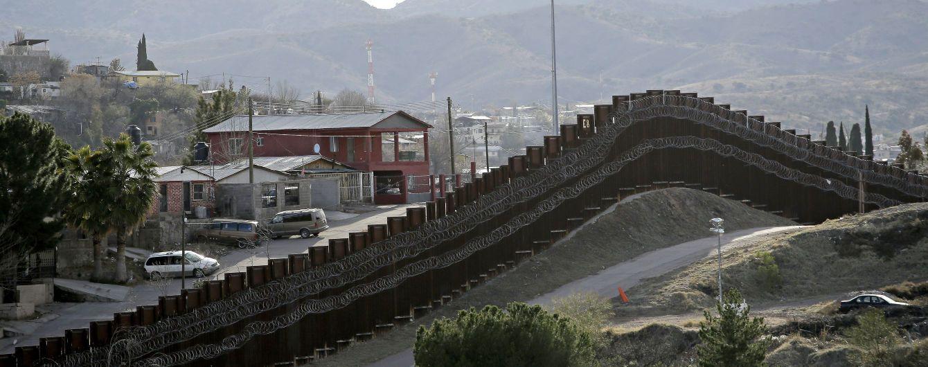 Пентагон выделит миллиард долларов на строительство стены с Мексикой