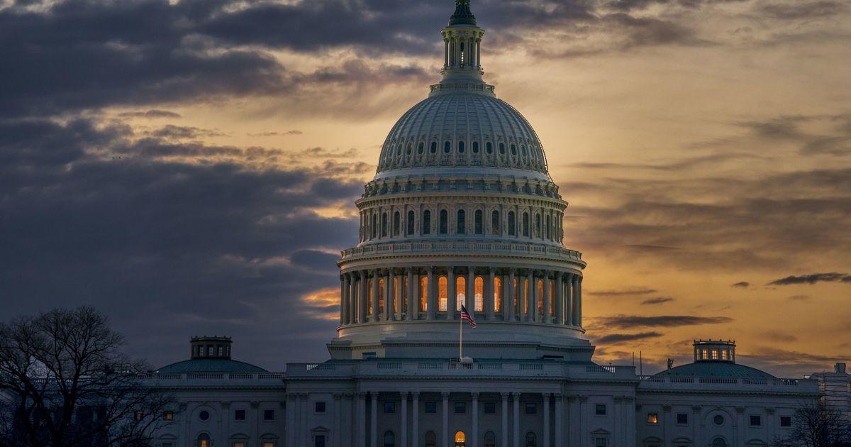 Конгресс США не смог преодолеть вето Трампа, чтобы прекратить действие чрезвычайного положения
