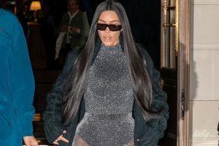 В блестящем боди: Ким Кардашьян вышла к папарацци в эпатажном наряде