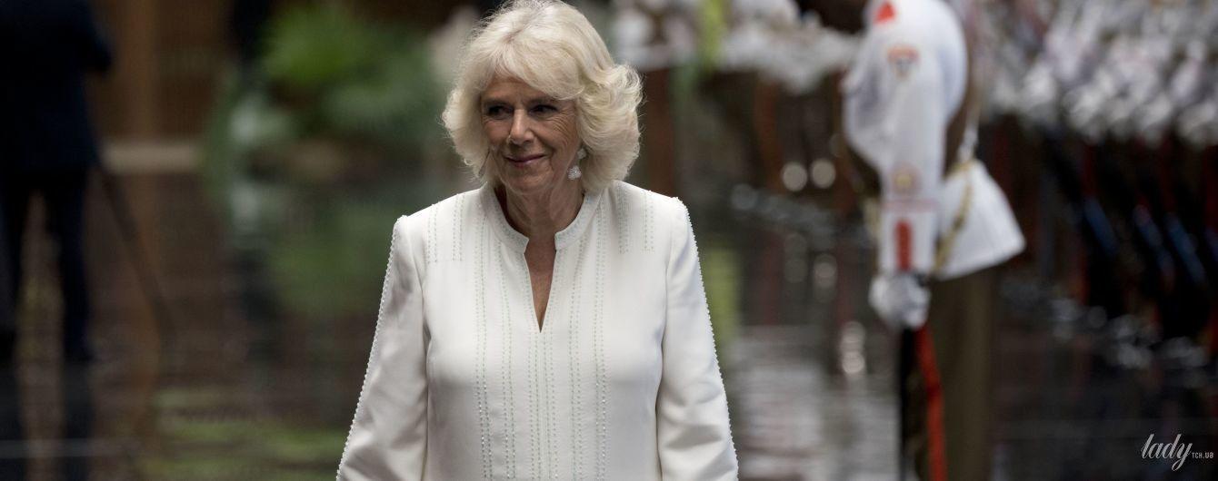 Белый ей к лицу: герцогиня Корнуольская продемонстрировала новый красивый образ