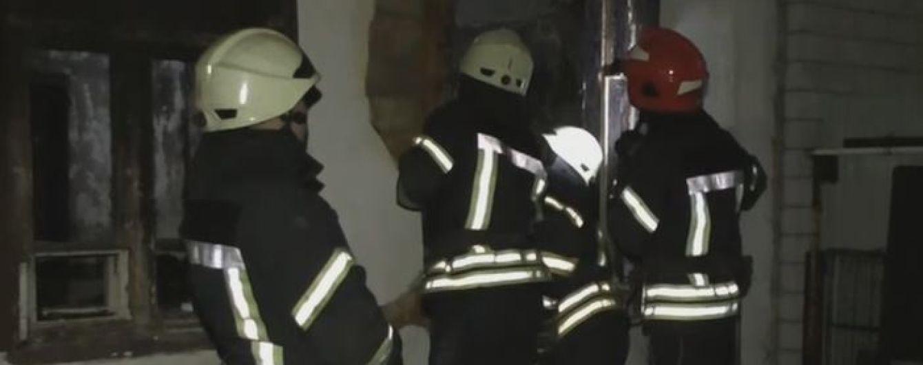 В Житомире двое людей погибли в пожаре в многоквартирном одноэтажке