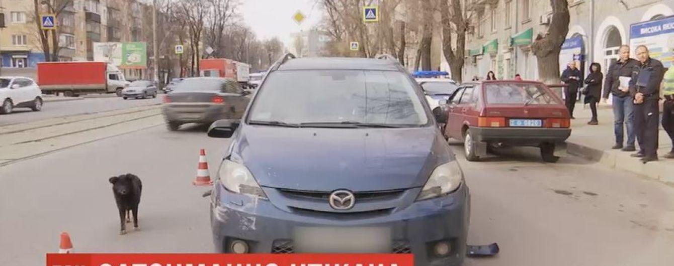 В Днепре водители ловили беглеца, который сбил женщину на переходе