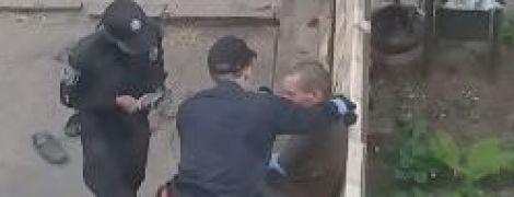 У Сумах патрульну засудили до в'язниці за знущання з чоловіка напідпитку